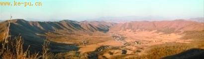 探秘我国首个陨石撞击坑:井水浮油黑土能烧