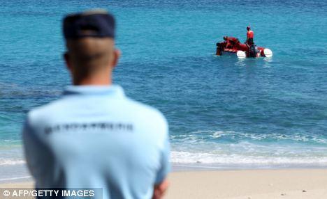 鲨鱼袭击又起法国男子冲浪遭袭被咬断手脚(图)