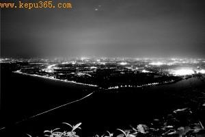 昆明市民拍摄夜景照片出现碟状物体疑UFO