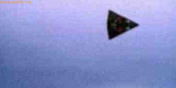 英国频现三角形UFO或为新型隐形轰炸机