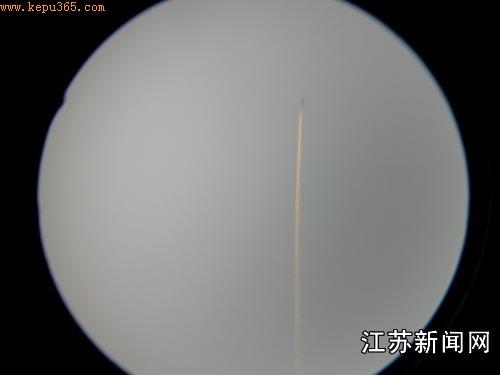 武汉上空出现UFO 中科院专家称或是飞机拉丝