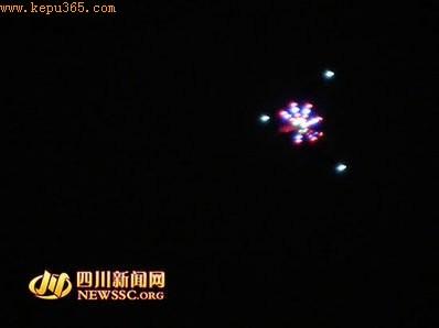 成都现不明飞行物 四颗亮点悬浮数十分钟(图)