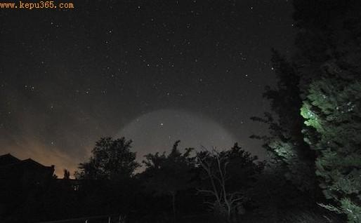 超级UFO夜晚游中国 北京上空惊现不明光圈