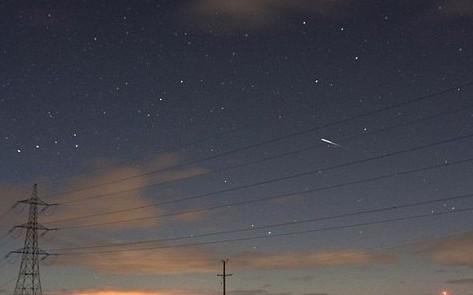 英国夜空中出现恐怖大火球 似失事飞机