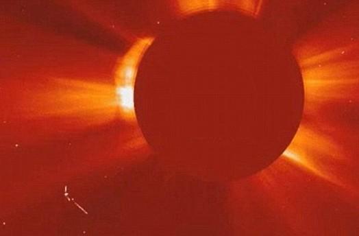 网友发现太阳UFO身影 批NASA毁外星人存在证据