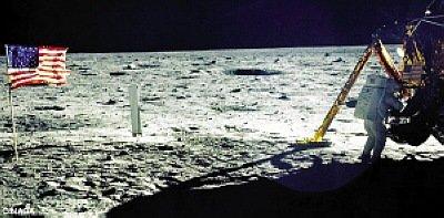 阿姆斯特朗在月球上。