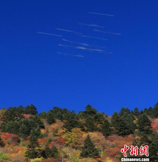 神农架现不明飞行物轨迹 气象专家无法解释(图)