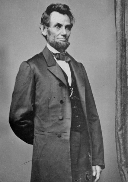 美国前总统林肯的相貌是出了名的不对称,但他却颇受美国民众喜爱,是美国最伟大的总统之一
