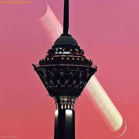 德黑兰上空的月球轨迹