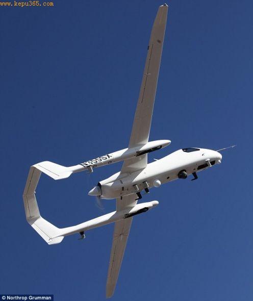长34英尺(10.36米)、重5000磅(2267.96公斤)的火鸟侦察机的外观同典型飞机并不一样