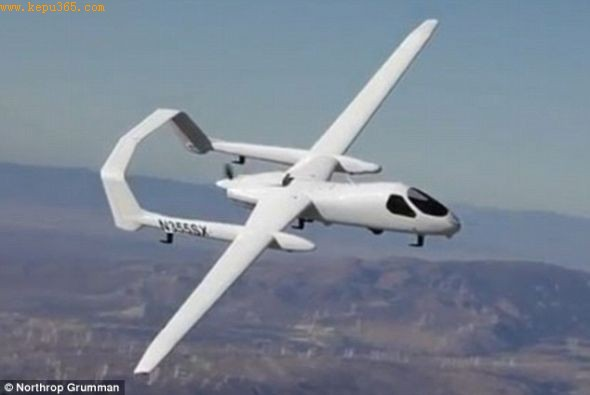 这种飞机能携带多达4种不同的电子包裹――高清相机设备、合成孔径雷达(SAR)、通讯继动器和窃听装置。