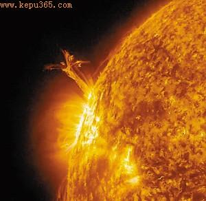 NASA捕捉到太阳等离子体喷射