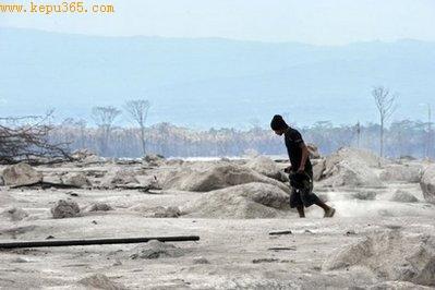 印尼默拉皮火山大爆发已造成240人死亡(图)