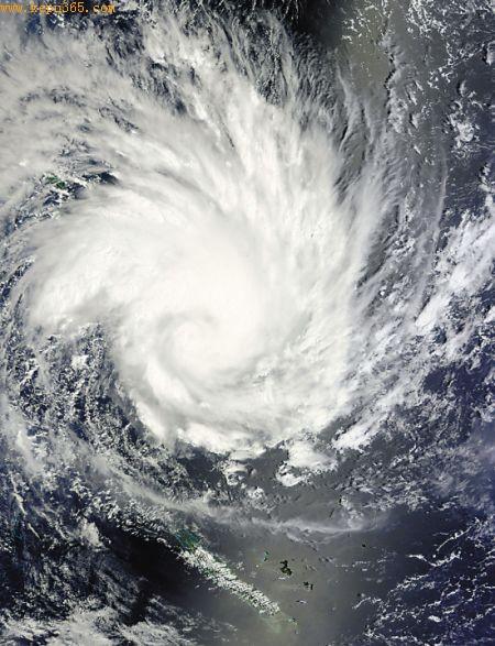 """卫星照片显示飓风""""雅斯""""的狰狞面容"""