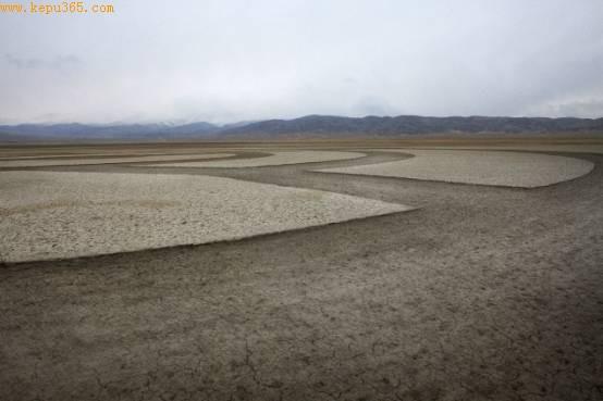 中国首个沙漠怪圈(资料图片)