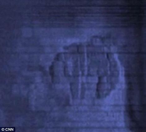 距离神秘物体大约200米远处还发现了一个类似磁盘状的物体